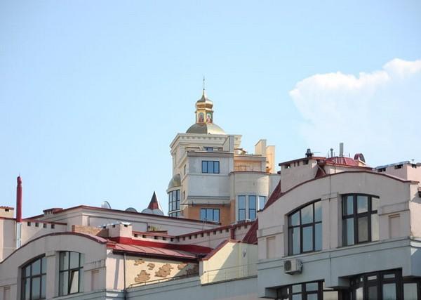 Церковь на крыше жилого дома в Киеве
