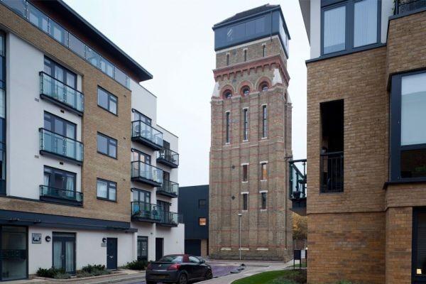 Дом из водонапорной башни в Лондоне. Источник фото: homedsgn.com