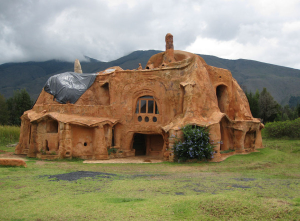 Глиняный дом Октавио Мендозы (Octavio Mendoza)