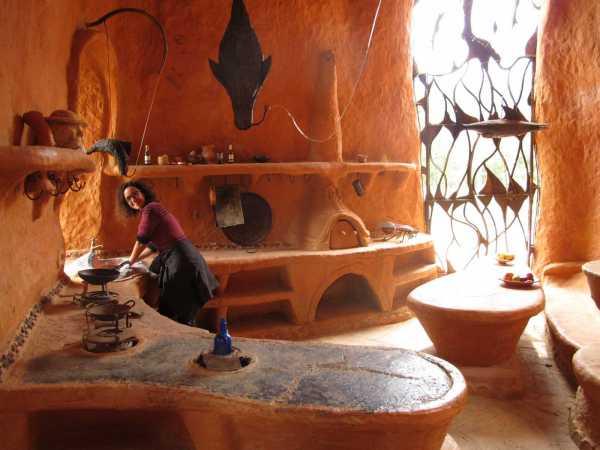Октавио Мендоза (Octavio Mendoza) построил настоящий дом из глины