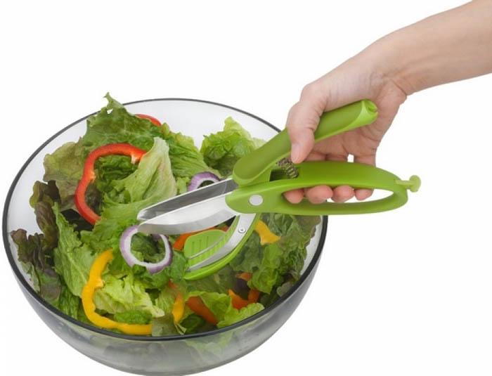 Необычные щипцы для салата.