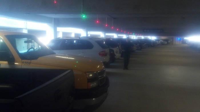 Умная подсветка мест на паркинге.
