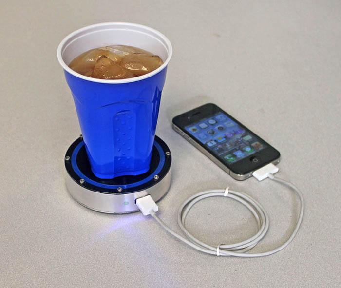 Устройство для зарядки телефона.