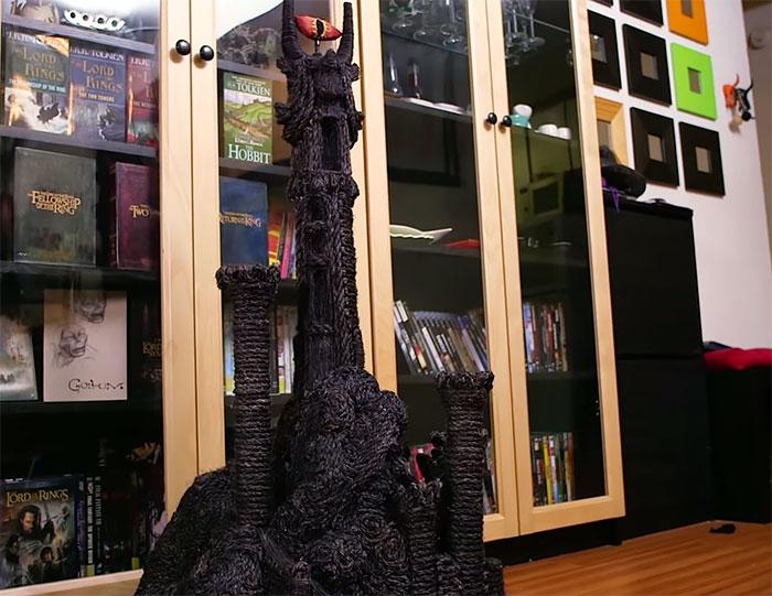 Когтеточка в виде главной башни Мордора.