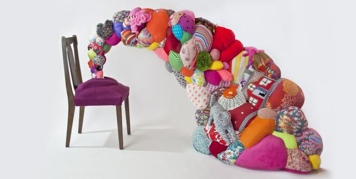 Невероятно красочные кресла.