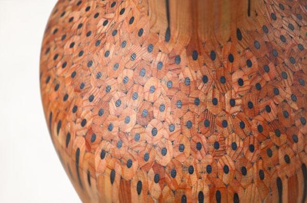 Стильные вазы из цветных карандашей.