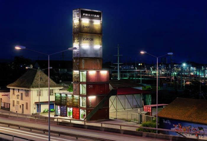Завод, построенный из грузовых контейнеров.