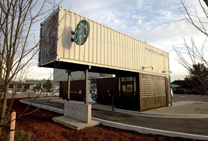 Здание кофейни из морских грузовых контейнеров.
