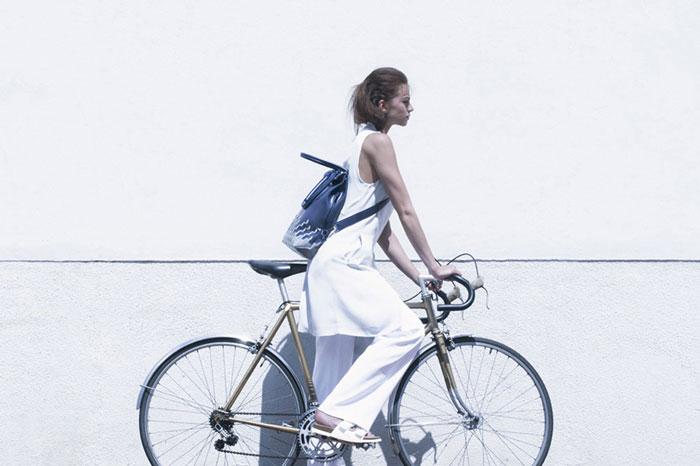 Велосумка с рисунком, отражающим свет.