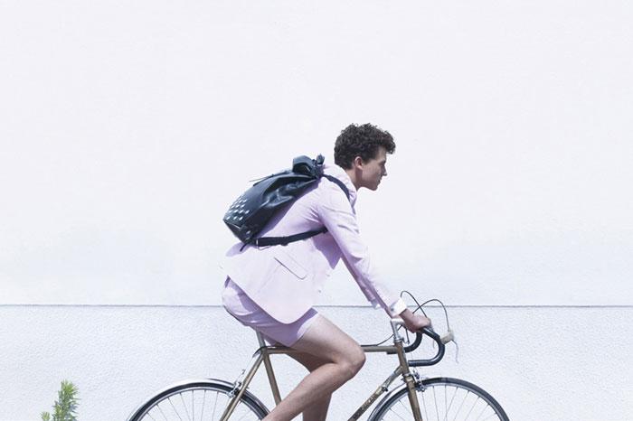 Стильная сумка для велосипедистов.