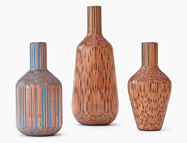 Оригинальные вазы из цветных карандашей.