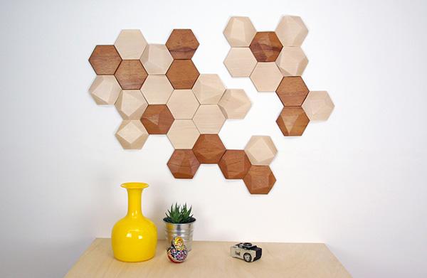 Деревянная плитка в виде пчелиных сот.