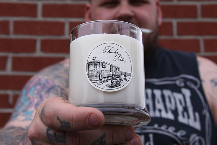 Свечи с запахом курицы, имбирного эля и мятного джулепа.