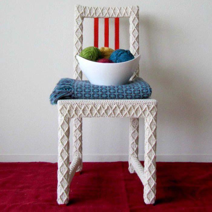 Вязаный чехол для стула.