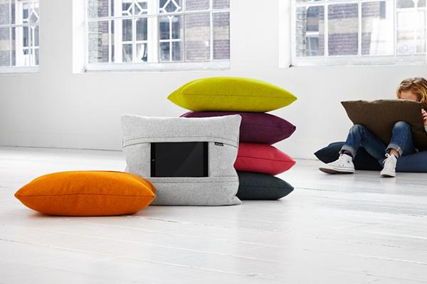 Подушки, служащие держателями для планшетов.