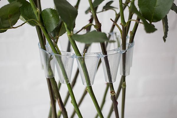 Необычная конструкция вазы.