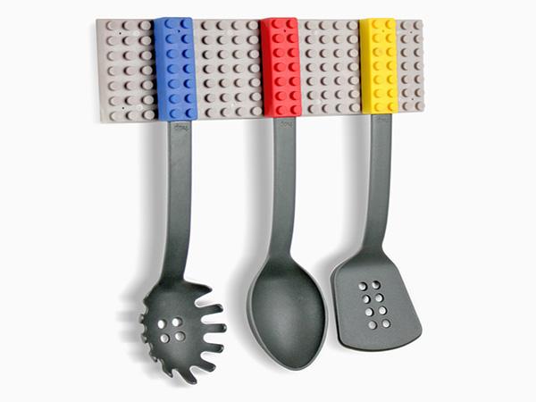 Набор кухонной утвари, вдохновленный Lego.