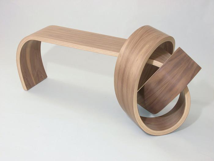 Мебель, завязанная в узел.