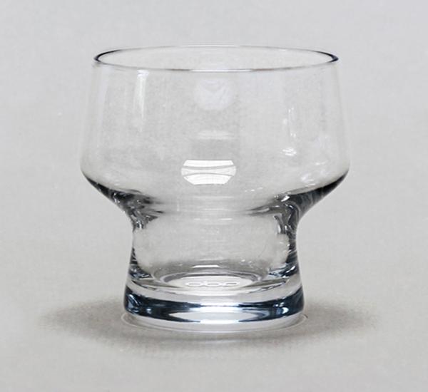 Стеклянные бокалы, экономящие место в шкафу.