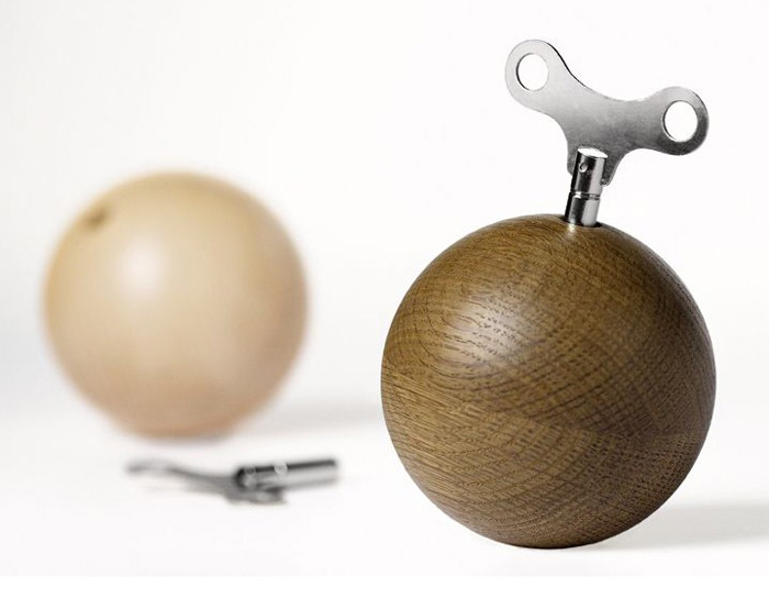 Музыкальная шкатулка в форме шара.