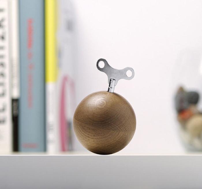Музыкальная шкатулка в виде бомбы.