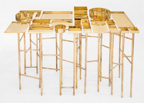 Оригинальный столик с разными нишами.