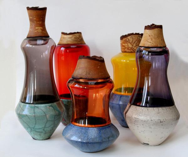 Цветочные вазы из разных материалов.