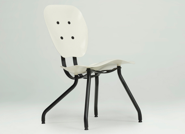Комфортный стул от студии Tomas Libertiny.