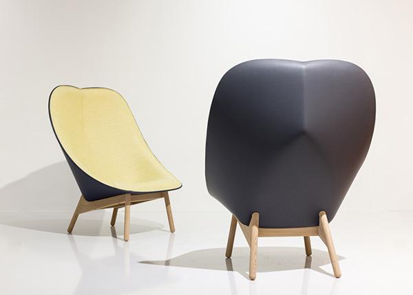 Яркие кресла, вдохновленные формой веера.