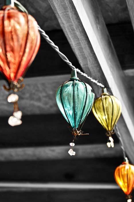 Изящные фонарики в виде воздушных шаров.
