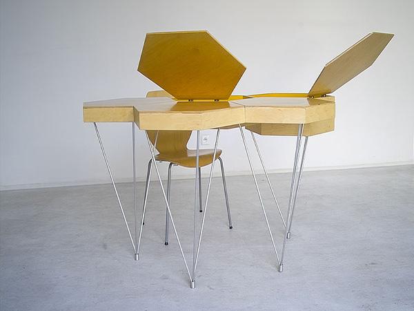 Оригинальные столы в форме пчелиных сот.