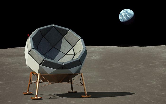 Стул, сделанный по образу первого лунного модуля.