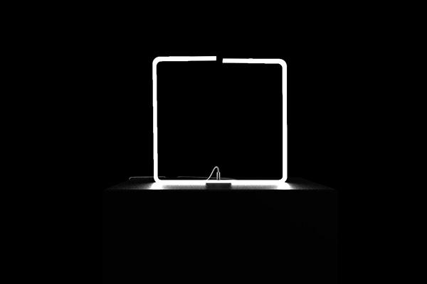 Гнущийся светильник от Tobias Lugmeie.