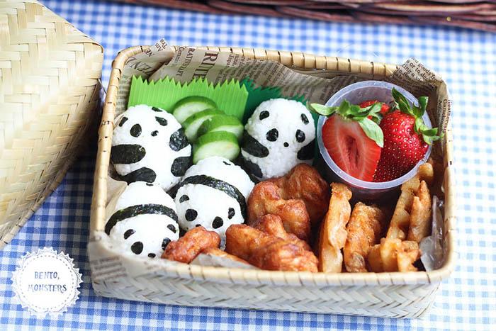 Панды из риса и нори.