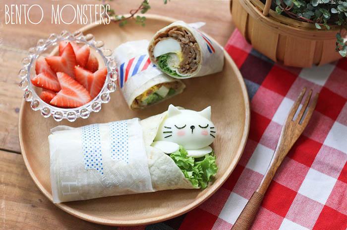 Кошачья мордочка в сендвич-ролле.