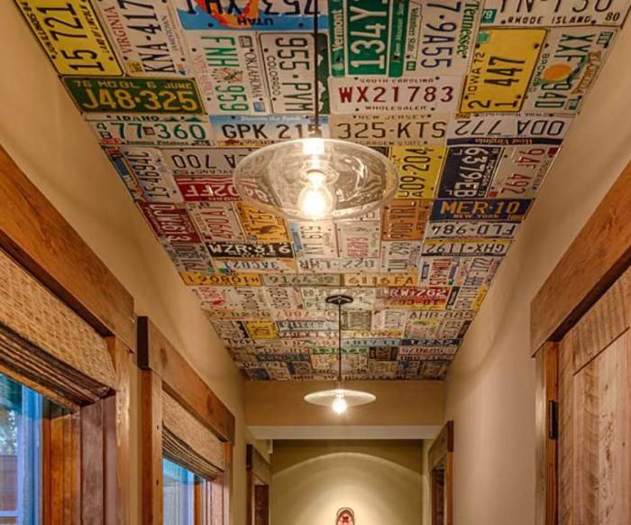 Таблички и знаки на потолке.