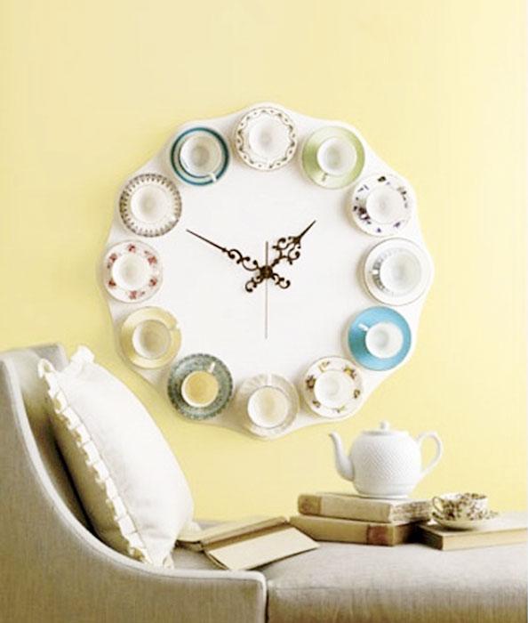Часы из чашечек.