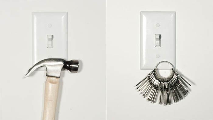 Выключатель света с магнитной рамкой.