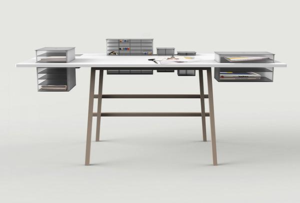 Необычный письменный стол.