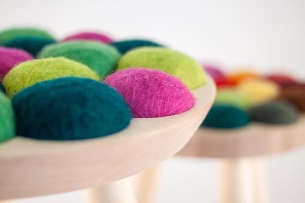 Яркие деревянные табуреты от Julie Befring