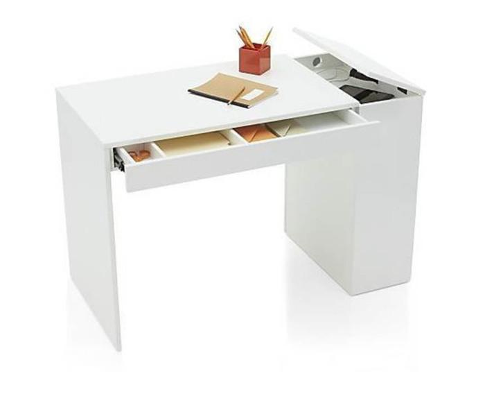 Минималистичный письменный стол.