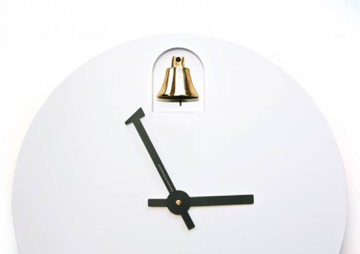 Часы с колокольчиком от Alessandro Zambelli.
