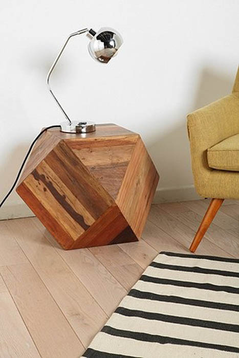 Необычный деревянный столик.