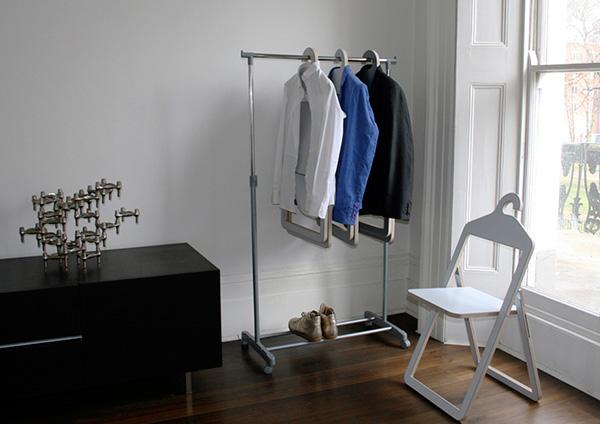 Складные стулья-вешалки от Philippe Malouin.