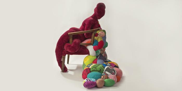 Текстильные яркие скульптуры.