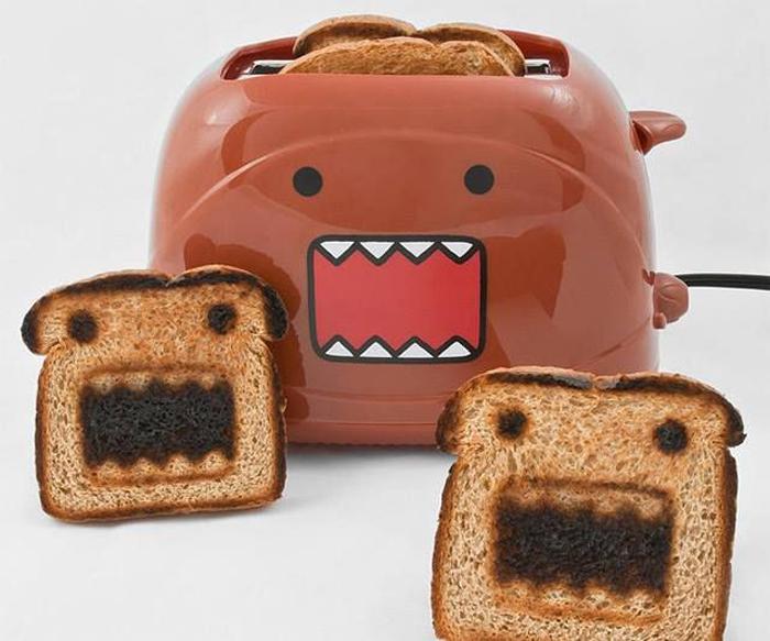 Тостер, который делает на хлебе смешные рожицы.