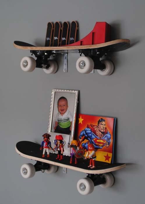 Полки из скейтбордов.
