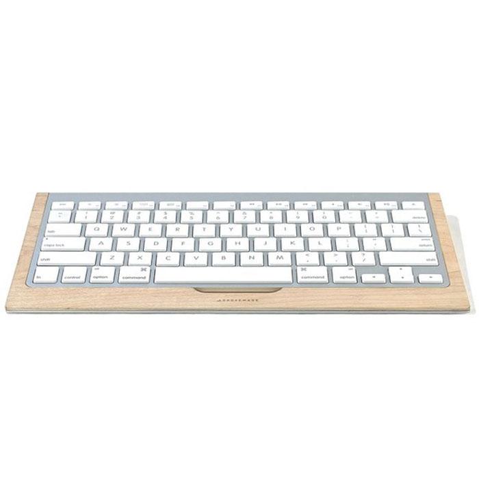 Клавиатура с деревянной системой хранения.