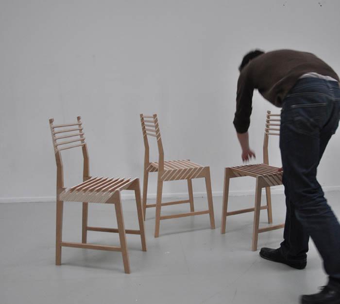 Очень необычные складные стулья.