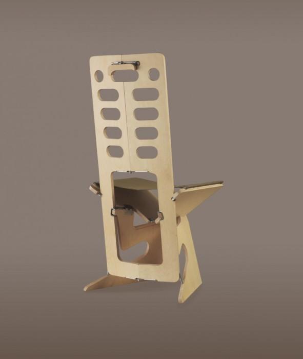 Деревянный складной стул.